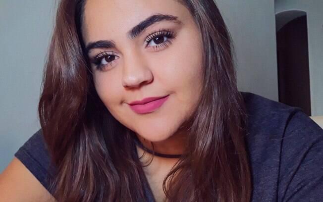 Sabrina Felisberto, 20, começou a dançar em casa para perder peso há pouco tempo, mas já sentiu melhorias no corpo