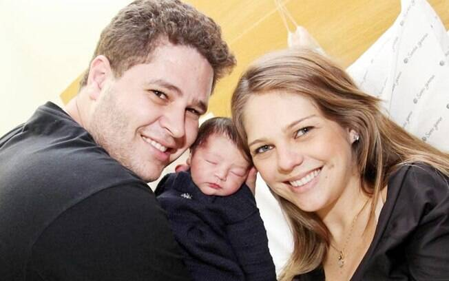 Pedro, a mulher Thaís Gebelein, e a filha do casal, Maria Sophia