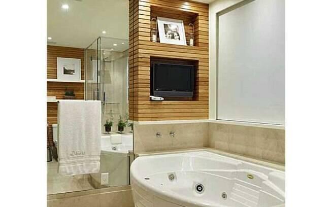 A televisão invade a casa  Decoração  iG -> Banheiro Com Banheira E Televisao