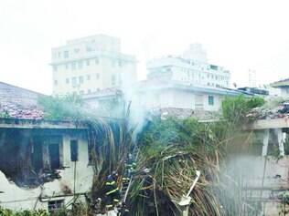 Mistério.Varredura do local do desastre, em Santos, recolheu peças da aeronave para a investigação