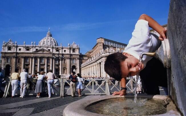 A praça São Pedro, no Vaticano, é atração imperdível para quem vai a Roma