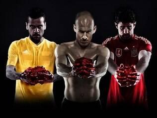 Daniel Alves, Arjen Robben e Diego Costa sofreram críticas ao lado de marca alemã