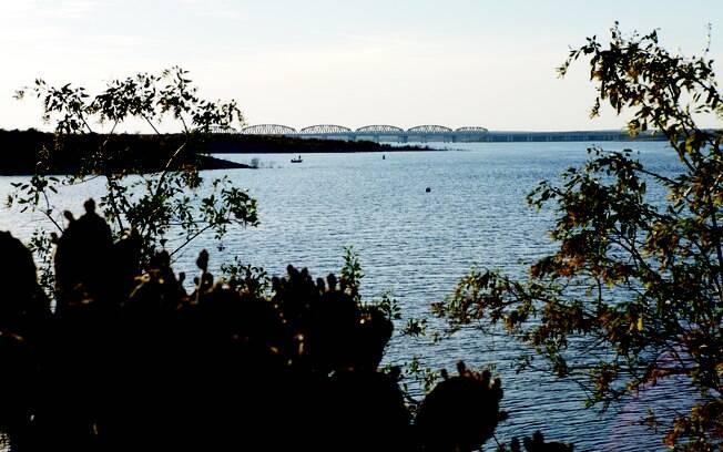 É possível acampar na margem do Rio Devil´s