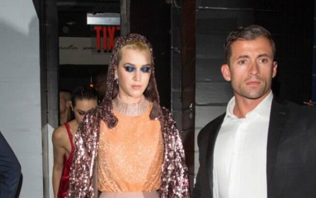 O guarda-costas de Katy Perry chama atenção por sua semelhança com o ator que interpreta Wolverine
