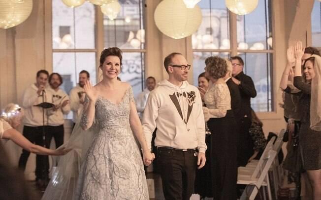 O vestido da noiva foi inspirado no da personagem Elsa do filme