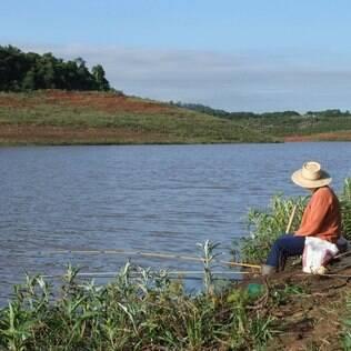Pescador no Rio Jaguari, que faz parte do Sistema Cantareira