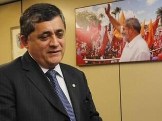 Líder do governo na Câmara, José Guimarães quer recomposição com PMDB