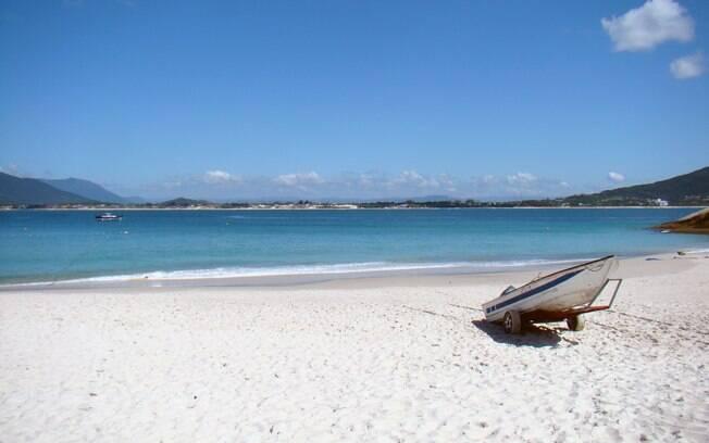 A Ilha do Campeche tem areia branquinha e água transparente