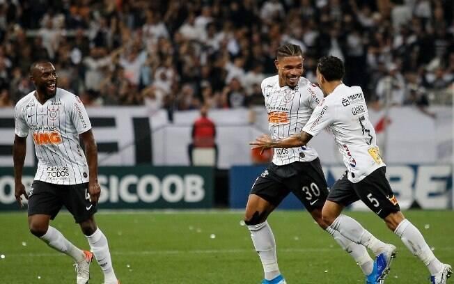 Junior Urso marcou para o Corinthians diante do Goiás