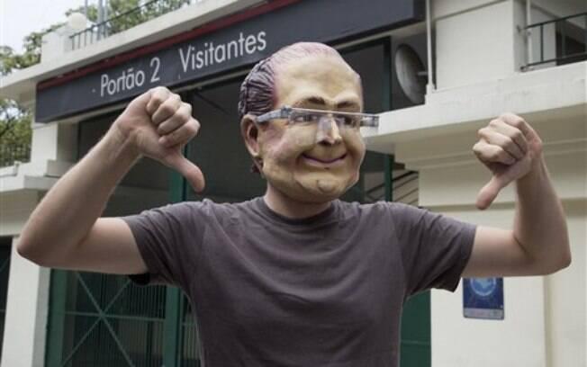 Em protesto contra a falta de água, governador Geraldo Alckmin é ironizado por manifestantes (26/01/2015). Foto: AP Photo