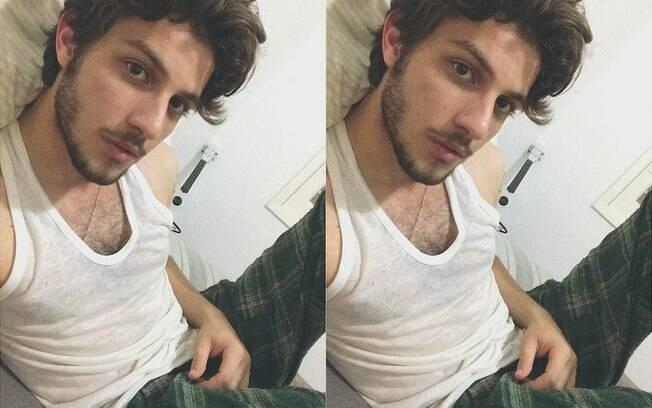 Chay Suede sensualizando no Instagram
