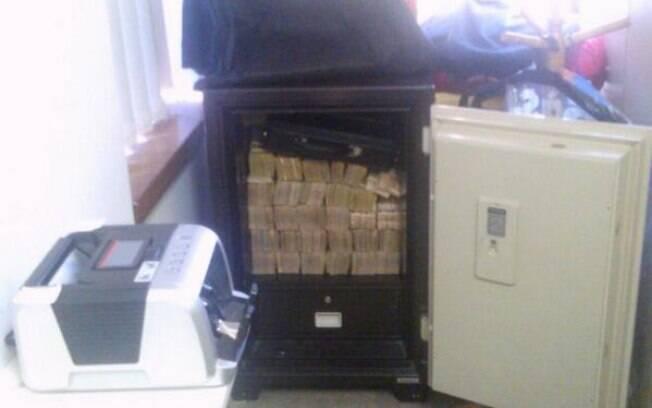 PF apreendeu grande quantidade de dinheiro em cofre na cidade de Londrina, no Paraná. Foto: Divulgação/Polícia Federal