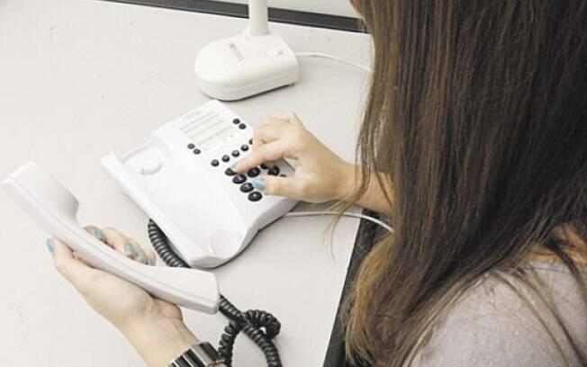 Número de linhas ativas de telefone fixo despencam no país nos últimos 12 meses