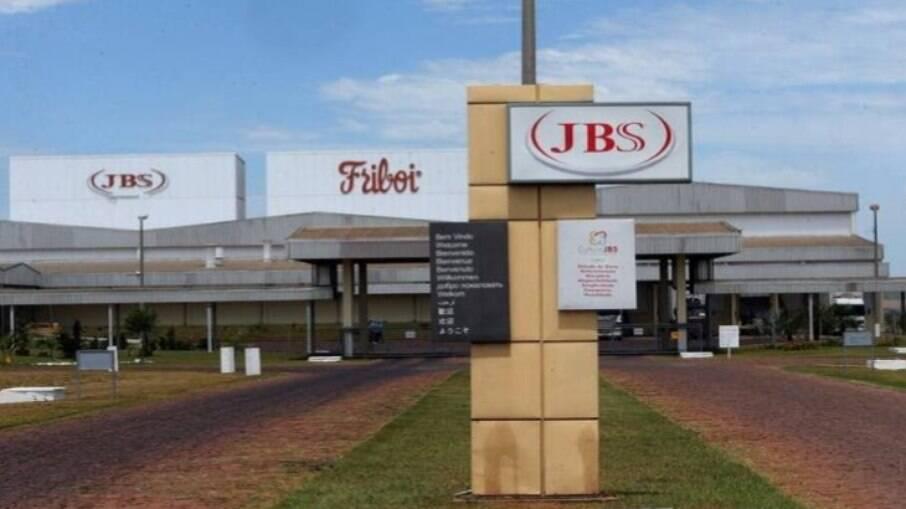 Justiça de Santa Catarina condena JBS por demitir cerca de 40 trabalhadores indígenas durante a pandemia de Covid-19