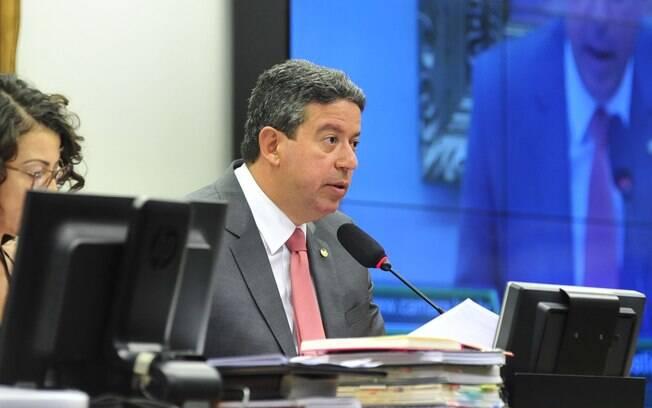 Deputado Arthur Lira (foto) e seu pai foram denunciados pelo procurador-geral da República, Rodrigo Janot
