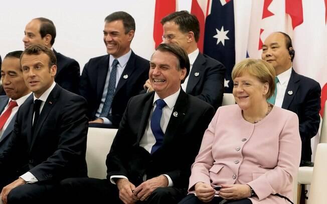 Bolsonaro comemorou o tratado, Angela Merkel (dir.) aceitou após criticar a política ambiental brasileira e Emmanuel Macron (esq.) exigiu compromisso com o Acordo de Pari