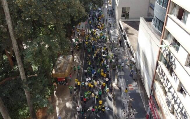Manifestantes realizam caminhada a favor de Bolsonaro em Campinas