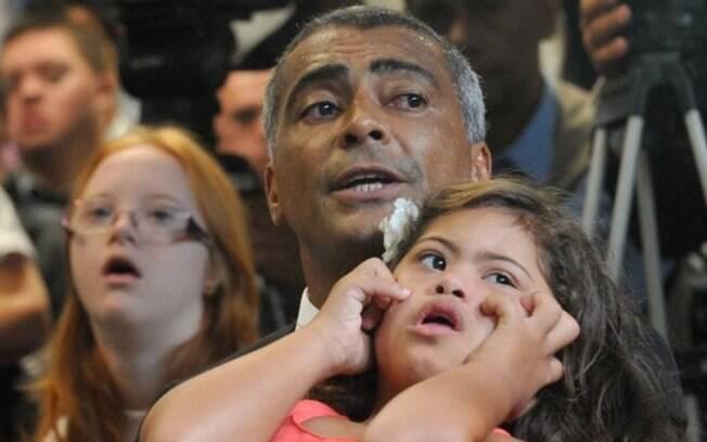 Romário ataca Ministro da Educação após fala sobre crianças com deficiência: 'Completo idiota'