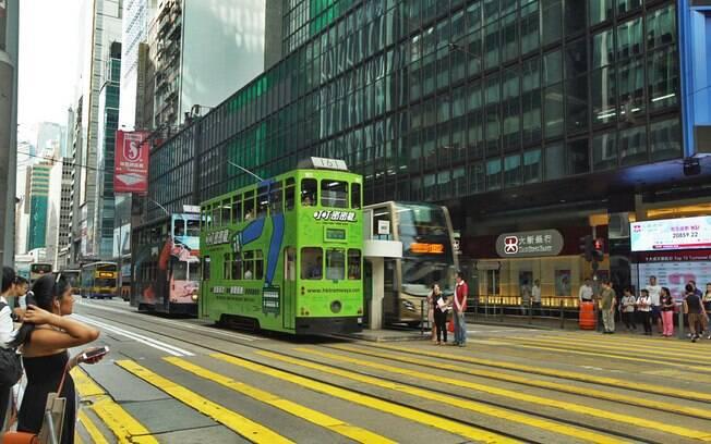 Transporte púlico de Hong Kong. Bondes estão espalhados pela cidade