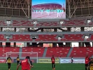 Atlético realiza primeiro treinamento coletivo no estádio Ninho da Fênix, local do primeiro amistoso na China