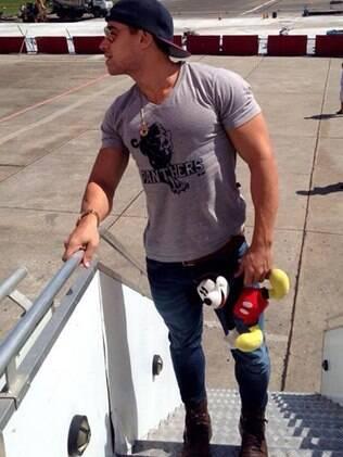 Vinicius Pin embarcando no avião