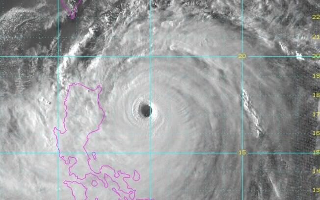 O supertufão Mangkhut tem força de um furacão de categoria 5, e deve atingir as Filipinas no último  sábado (15)