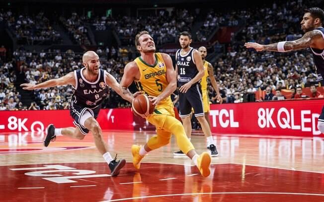 Brasil venceu a Grécia no Mundial de basquete por apenas 1 ponto