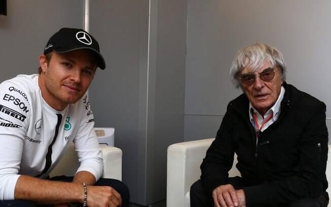 """""""Precisamos que alguém como Hamilton ganhe o título"""", diz chefão da F1"""