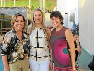 """Casa Cor - Cícera Gontijo, premiada por seu """"Studio do Solteiro"""", entre Ana Luiza Cornélio e Sandra Viana, da Ana Luiza Decorações"""