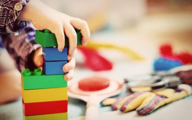 É importante limpar brinquedos da forma correta para preservar a saúde dos pequenos