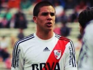 Aos 18 anos, o jogador, nascido na Espanha, atua como atacante e faz sua primeira temporada como profissional
