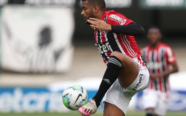 São Paulo tem 10 jogadores pendurados antes de enfrentar Corinthians