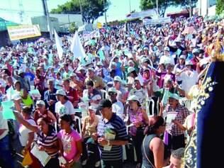 Fé.  No ano passado, milhares de fiéis estiveram presentes na Missa do Trabalhador, na praça da Cemig.