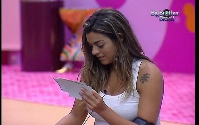 Monique reclama de Fabiana para João Carvalho