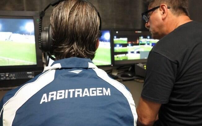 Após seguidos erros, CBF confirma árbitro de vídeo no Campeonato Brasileiro