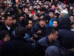 Chineses ficaram enfurecidos ao saberem da suspensão das vendas do iPhone 4S