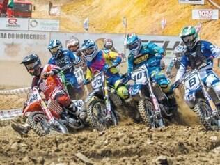 Largada da categoria MX1, no GP Itabirito, da Copa Minas Gerais de Motocross.