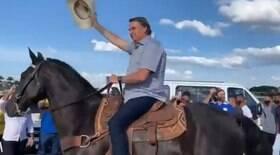 Bolsonaro desfila a cavalo em protesto contra STF e CPI