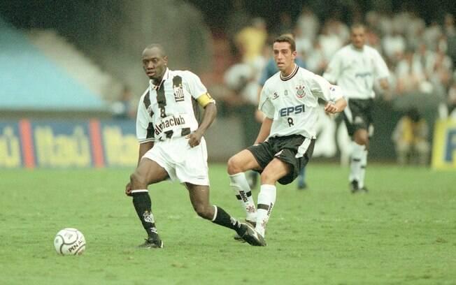 Rincon trocou o Corinthians pelo Santos em  2000