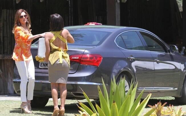 Tereza Cristina entrega maleta cheia de dinheiro para Marcela
