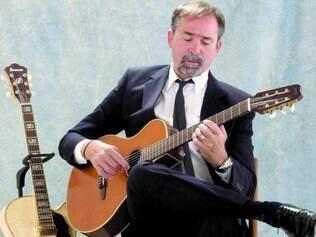 Cordas. Com o violão no colo, Fernando Kavera vai homenagear o sertão que tanto o sensibilizou
