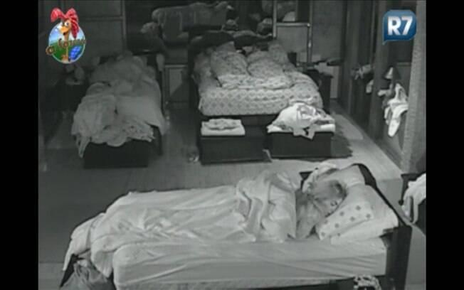Raquel, Marlon, Joana e Valesca descansam