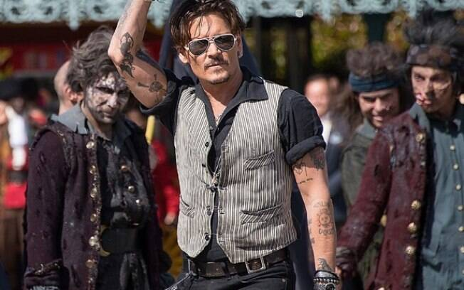 Johnny Depp promove o novo Piratas do Caribe em Paris