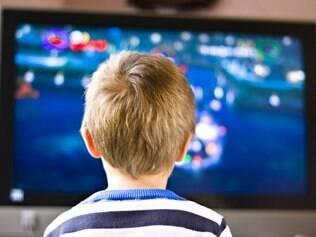 Programas de televisão, mesmo educativos, são contraindicados pela Academia Americana de Pediatria para as crianças de até dois anos