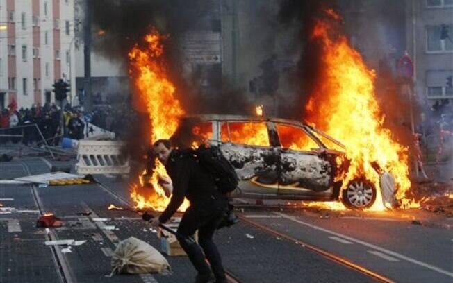 Protesto contra nova sede do BCE provoca confrontos na Alemanha