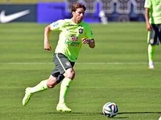 Maxwell, lateral-esquerdo, participa do treinamento