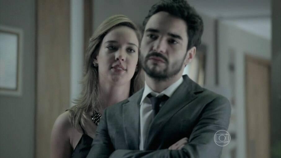 Amanda se insinua para José Pedro