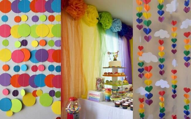 Cortinas para a mesa do bolo ou para decoração de paredes podem ser feitas com diferentes tipos de materiais