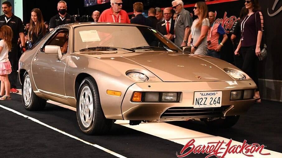 Porsche 928 1979 de Negócio Arriscado era branco e foi pintado de dourado só para as filmagens de
