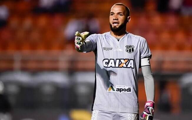 Goleiro Everson, de 29 anos, chega ao Santos para brigar com Vanderlei pela posição